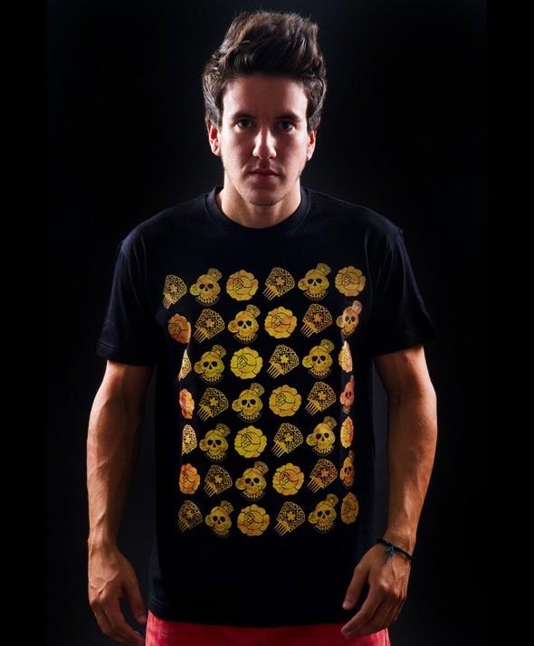 Camiseta Kusama Calavera Doradas Collage Flamenco 2