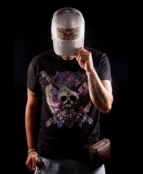 Kusama Skull, Fans and Guitar