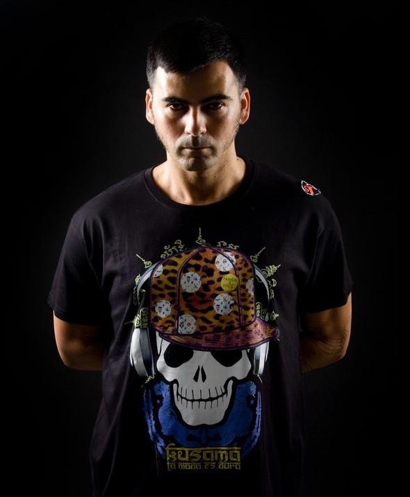 Camiseta Calavera Kusama con Gorra